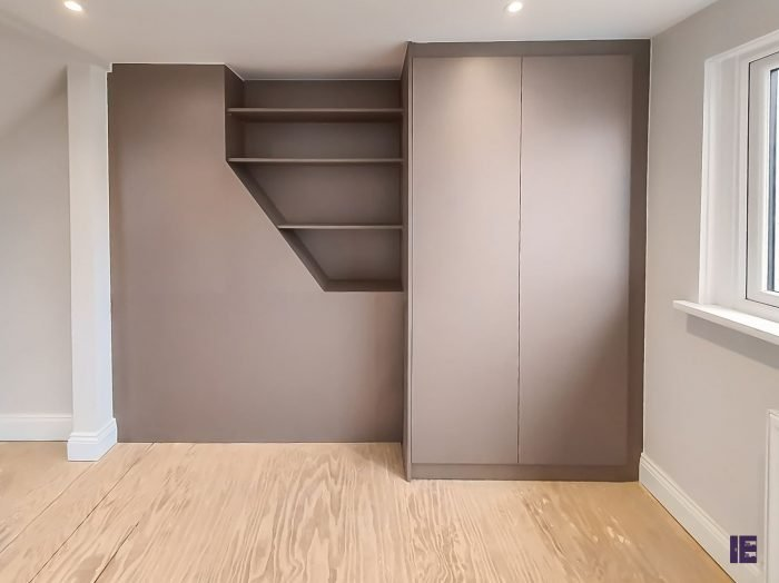 https://www.inspiredelements.co.uk/wp-content/uploads/2020/04/08_Hinged-wardrobe-with-display-shelving-700x524.jpg