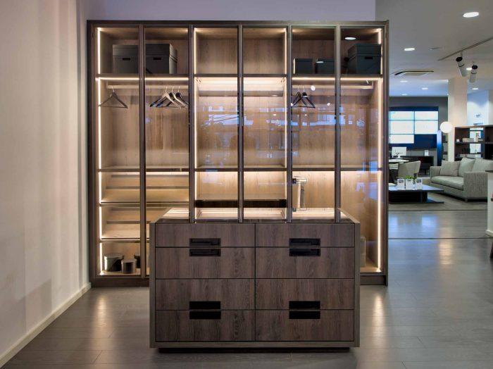 https://www.inspiredelements.co.uk/wp-content/uploads/2020/04/Linear-Glass-Fitted-Wardrobe-dark-wood-internal-led-14-700x524.jpg