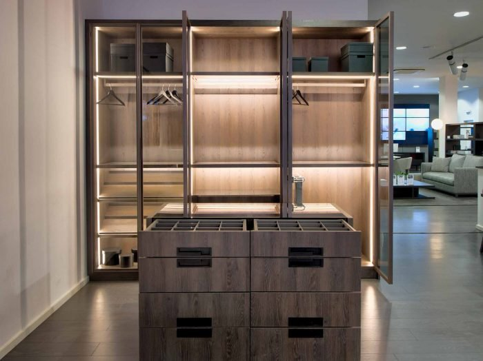 https://www.inspiredelements.co.uk/wp-content/uploads/2020/04/Linear-Glass-Fitted-Wardrobe-dark-wood-internal-led-3-700x524.jpg