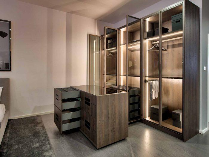 https://www.inspiredelements.co.uk/wp-content/uploads/2020/04/Linear-Glass-Fitted-Wardrobe-dark-wood-internal-led-8-700x524.jpg