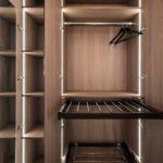 Linear-Walking-Wardrobe-with-Bronze-mirror-brown-orleans-oak-finish-(10)