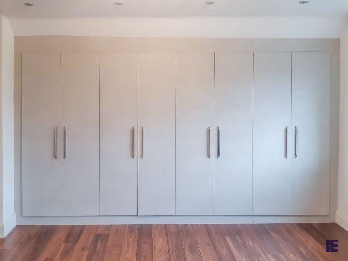 https://www.inspiredelements.co.uk/wp-content/uploads/2020/04/SO4538_Loft-fitted-wardrobe11-700x524.jpg