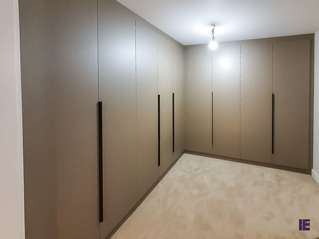 L shape Hinged fitted wardrobe in beige finish