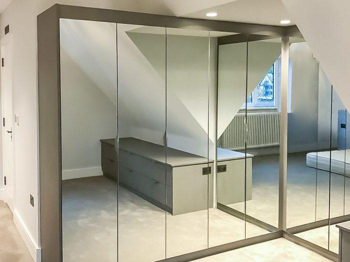 https://www.inspiredelements.co.uk/wp-content/uploads/2020/05/25-l-shape-mirror-wd-2-700x524.jpg