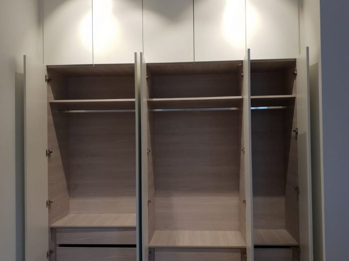https://www.inspiredelements.co.uk/wp-content/uploads/2020/05/31-hallway-wardrobe-700x524.jpg