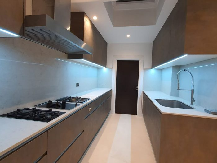 https://www.inspiredelements.co.uk/wp-content/uploads/2020/05/Bespoke-Fitted-Kitchen-700x524.jpg