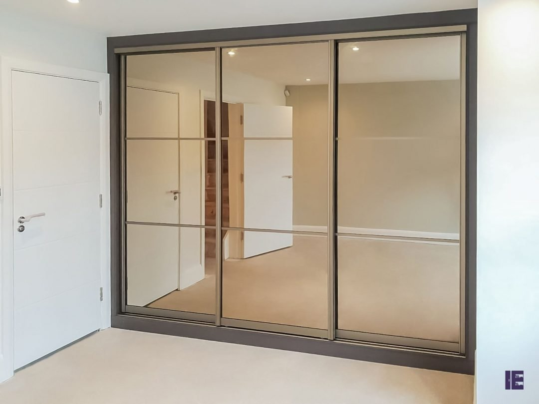 Sliding wardrobe with panelling Hyde Park - Westminster