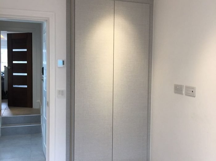 https://www.inspiredelements.co.uk/wp-content/uploads/2020/05/hinged-wardrobe-with-push-open1-700x524.jpg