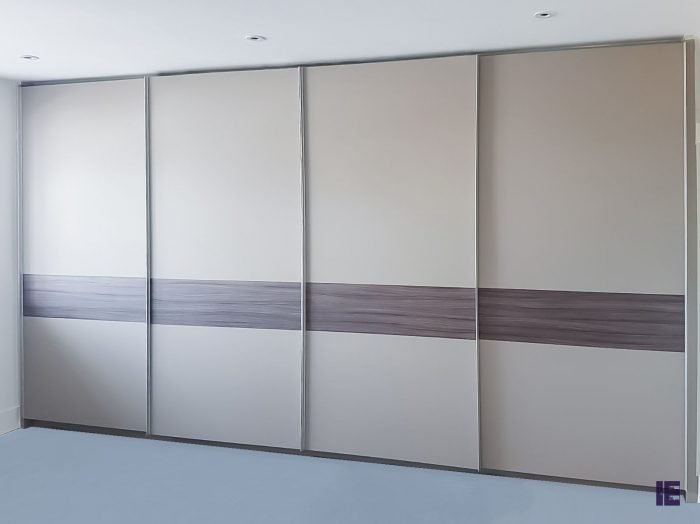 https://www.inspiredelements.co.uk/wp-content/uploads/2020/05/top-hug-grey-gloss-sliding-doors61-700x524.jpg