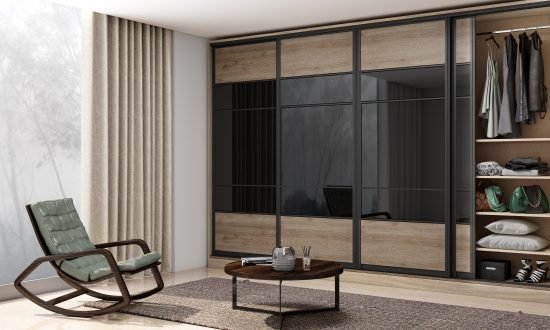 Fitted wardrobe with sliding doors in black glass and oak wood